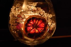 Schon ein einziges Kerzenlicht vertreibt die Dunkelheit ...